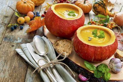 Kürbissuppe mit Speck und Kokosmilch